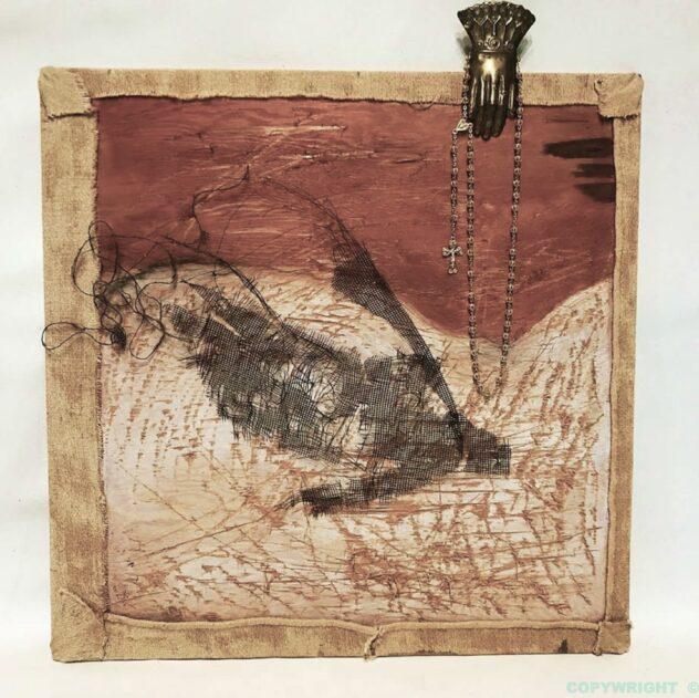 art--tableau-personnage-femme-bas relief-objets recyclés-Hélène Patenaude