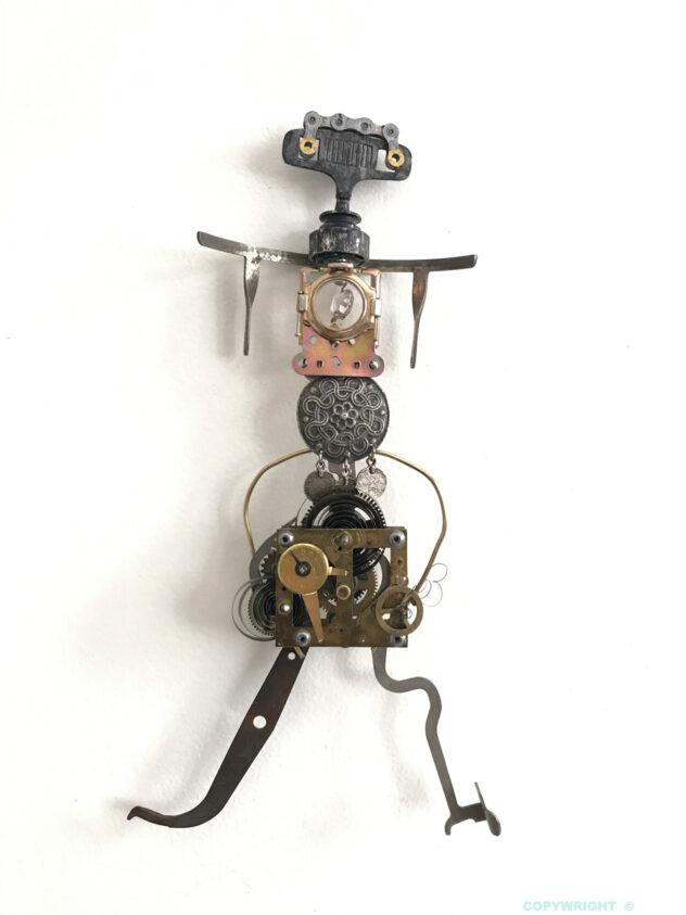 sculpture, personnage,femme, objets-recyclés, métal, verre, Hélène-Patenaude