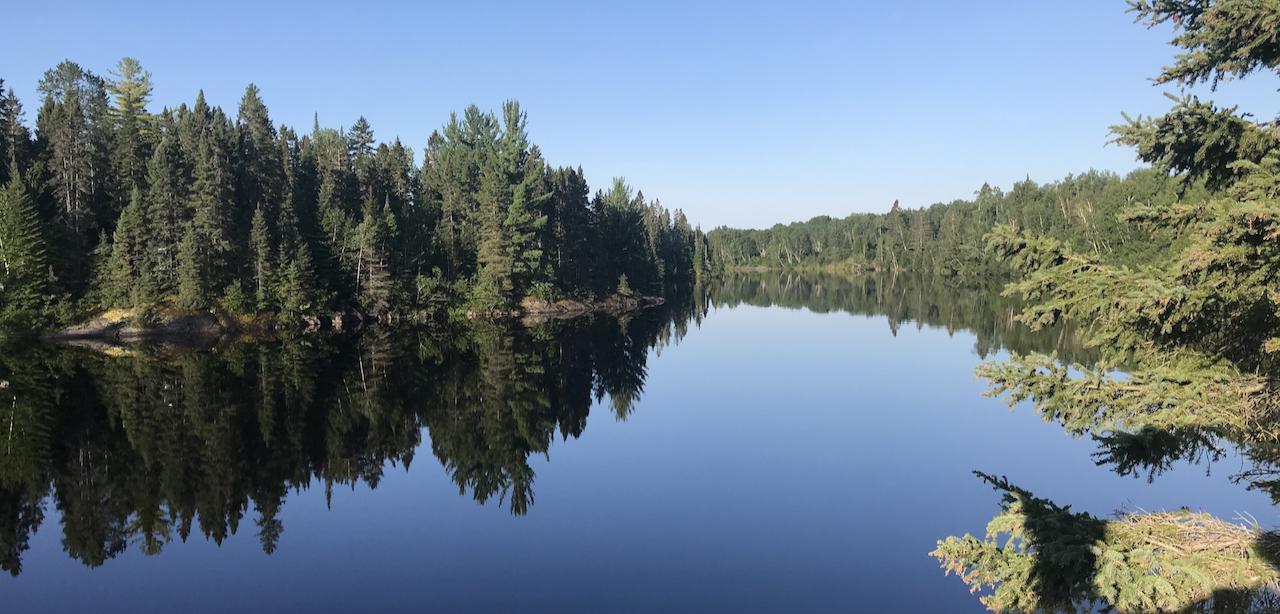 un point de vue de la rivière Péribonka à l ile du repos