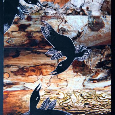 quatre oiseaux au vol sous un ciel menaçant, Hélène Paré
