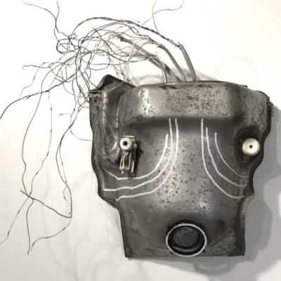 art-sculpture-masque-face de chien métallique - objets recyclés-Hélène Patenaude
