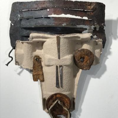 art-sculpture-masque-face de chien de cartonet de métal-objets recyclés-Hélène Patenaude