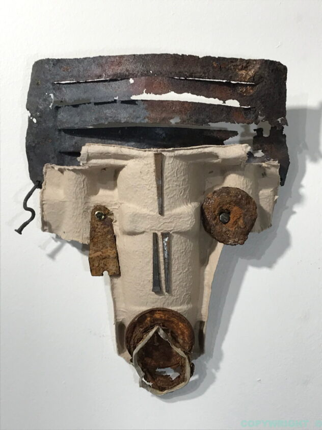 art-sculpture-masque-carton-métal-objets recyclés-Hélène Patenaude