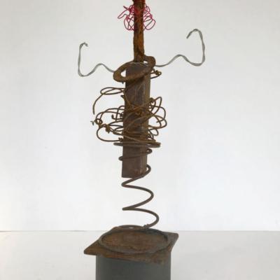 sculpture - objets-recyclés -personnage -femme à ressort- métal rouillé -carton- Hélène Patenaude